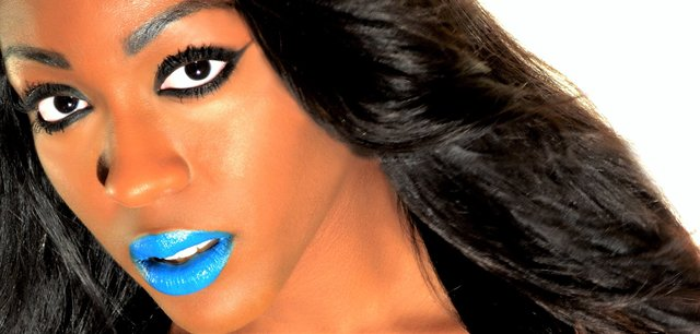 HALL OF FAME BIANCA LOOKS FUTURISTIC WITH CHARCOAL BLACK SHADOWS AND CYAN LIPS.