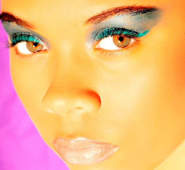 ZHARIA LOVES AQUA, TEAL, CYAN BLUE AND BALLET PINK LIPS.