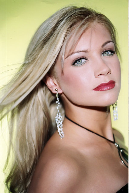 LACIE LYBRAND is a stunning model and MISS SC-USA who was a television model on DEAL OR NO DEAL.