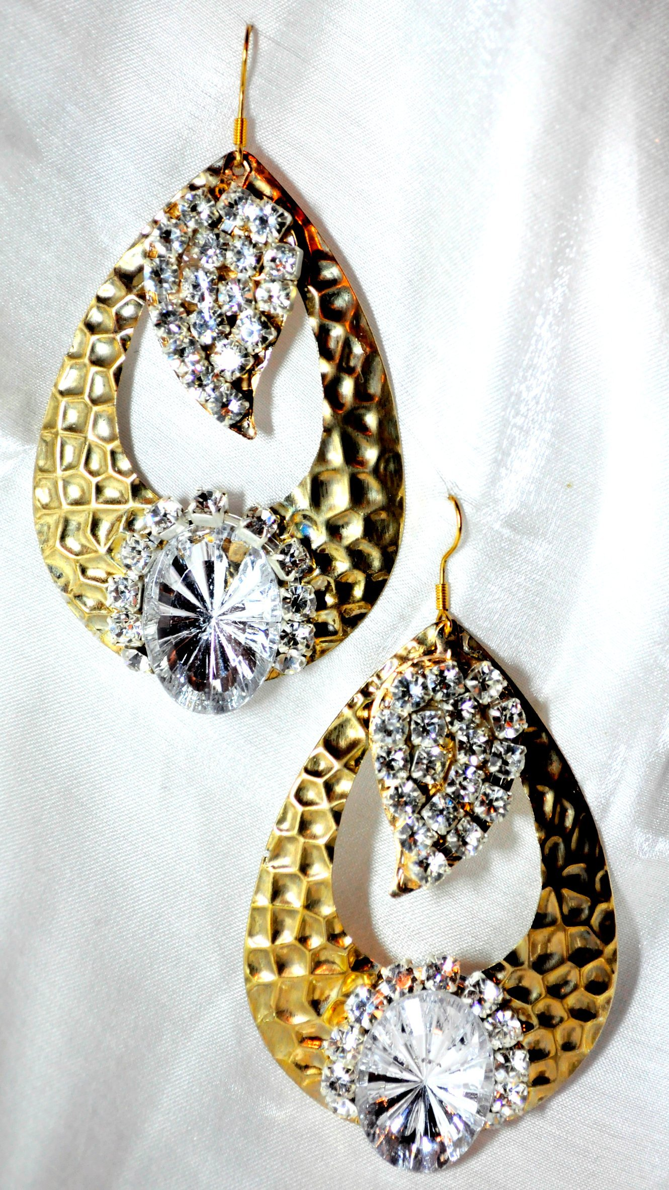 WHITE GOLD TRILLION SHAPE WITH CRYSTAL STONES