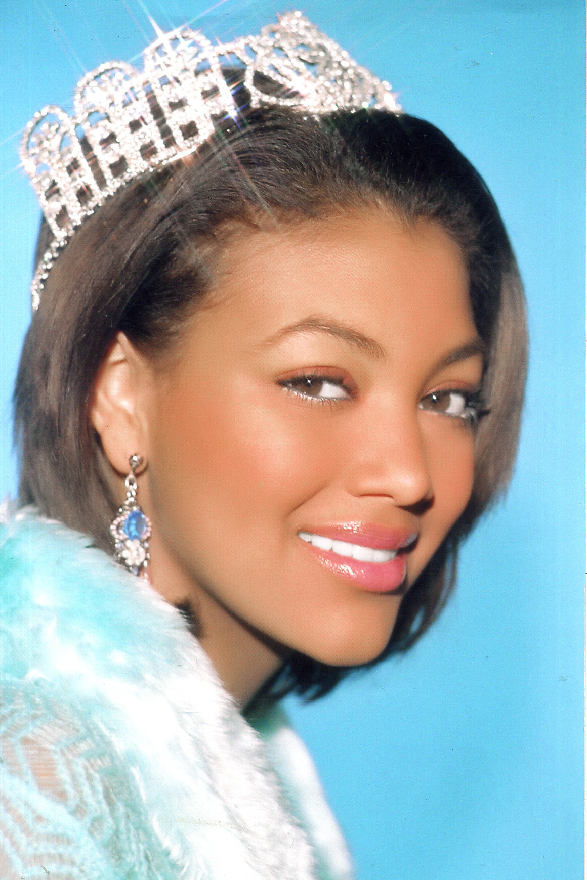 BRITTANY SMITH- MISS SC TEEN USA is wearing small silver drops with ab and clear stones.