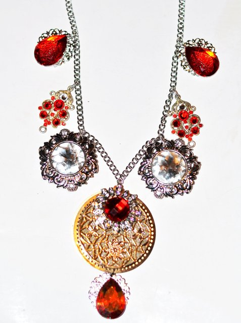 SCARLET RED, SILVER, GOLD queens necklace.