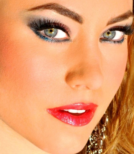 BROOKE WEARS ARGENT GRAY, AQUA SHADOW, BLACK LINER, AND  ROSE PINK LIPS.
