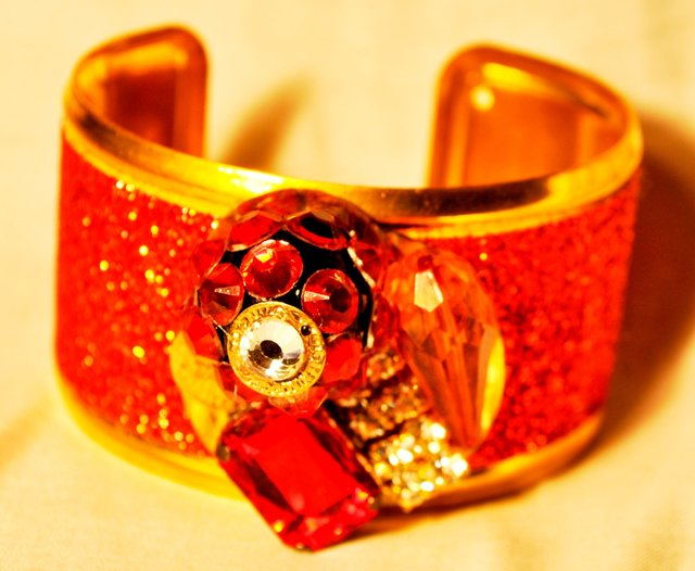 GOLD AND RED BEADED CUFF