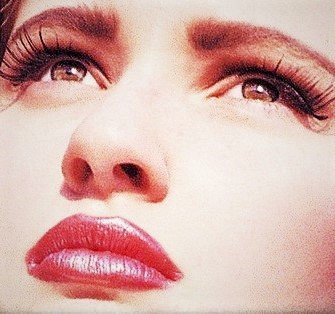 HALL OF FAME SUPERMODEL AMY MUNSON WEARS SOFT CHOCOLATE SHADOW, SOFT MAUVE LIPS.