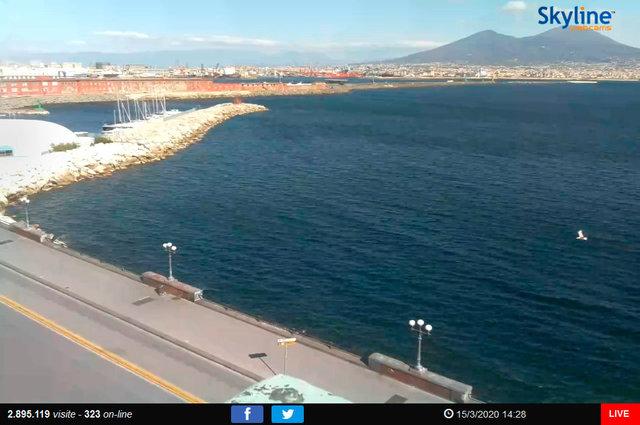 10_Napoli Veduta del lungomare e del Vesuvio.TIF