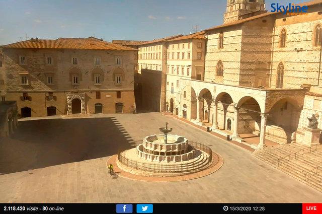 36_Perugia - Piazza IV Novembre.TIF