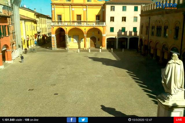 15_Cento - Piazza del Guercino.TIF