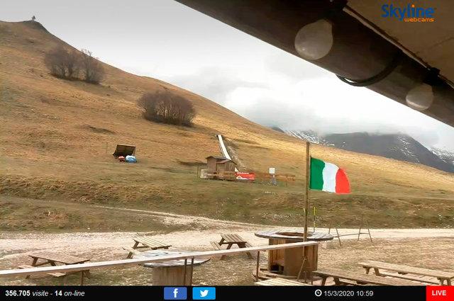 70_Veduta sulla ski area di Bolognola - Macerata.TIF