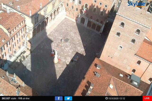 69_Verona - Piazza dei Signori.TIF