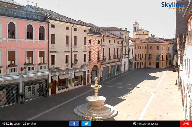 64_Veduta su Piazza Chilesotti a Thiene.TIF