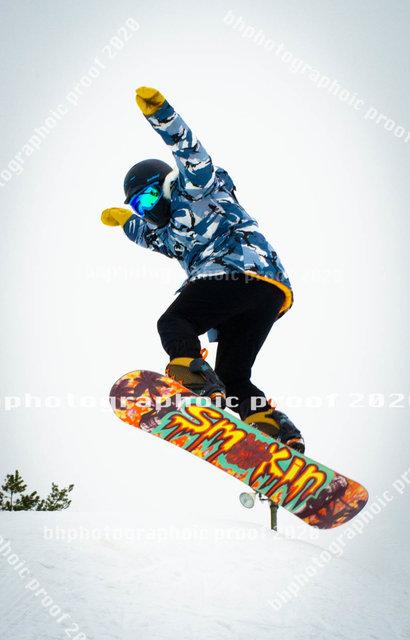 BH4_3317 SNOW BOARD.jpg