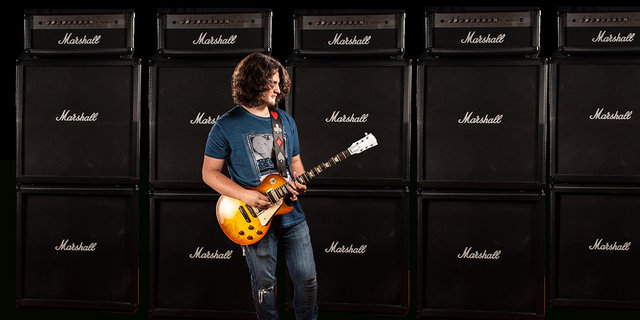 wall of amps..with .chris..jpg
