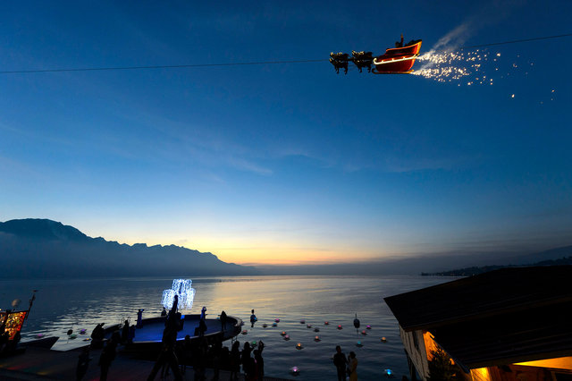 Flying Santa Claus -  Montreux - 2014