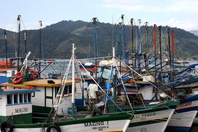 Barcos ancorados em Paraty