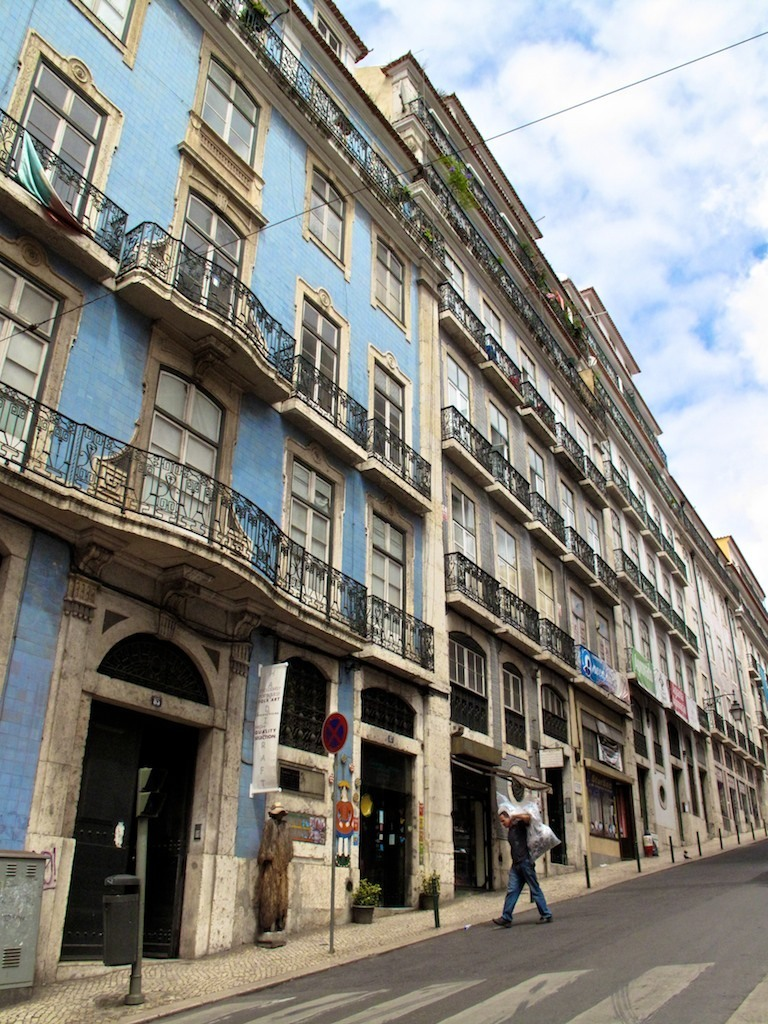 Fachada azul em Lisboa