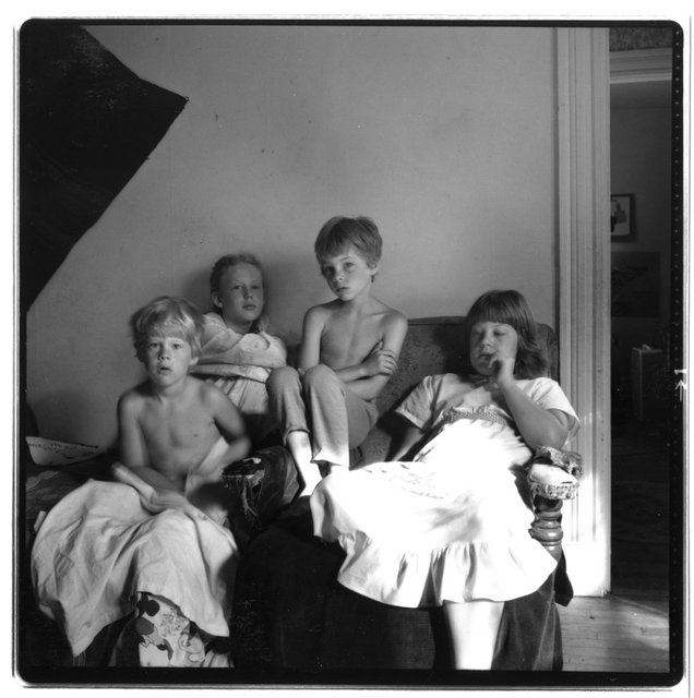1980.07.19.4 Kids before vacation with their Dad