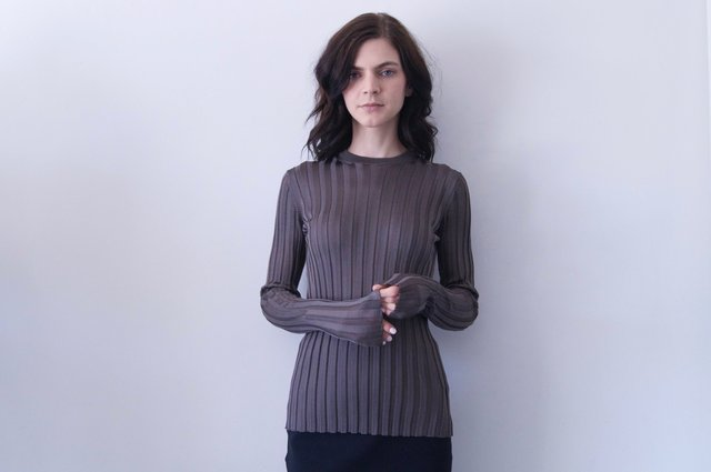 ninett top in dark grey   950.00