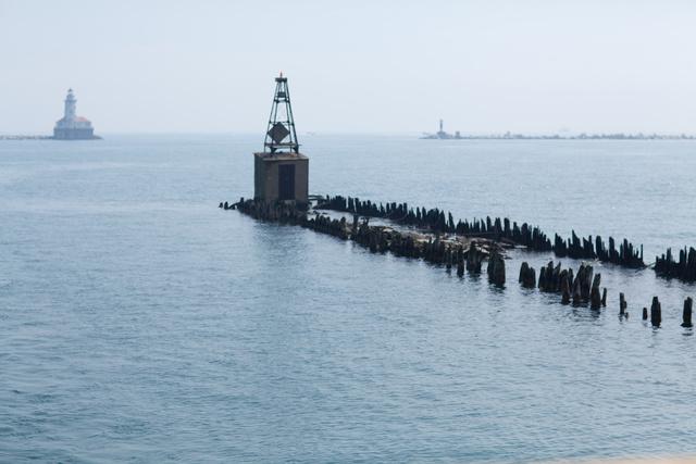 Breakwater alongside Navy Pier forming Chicago Harbor