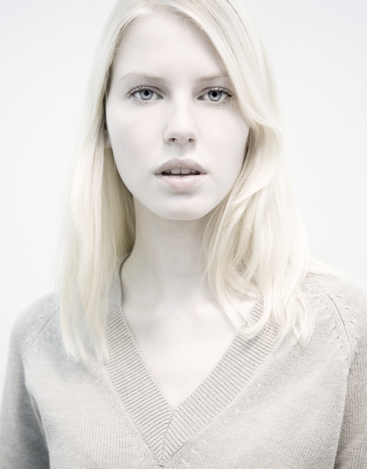 White portrait, ph: Cindy Gravelat