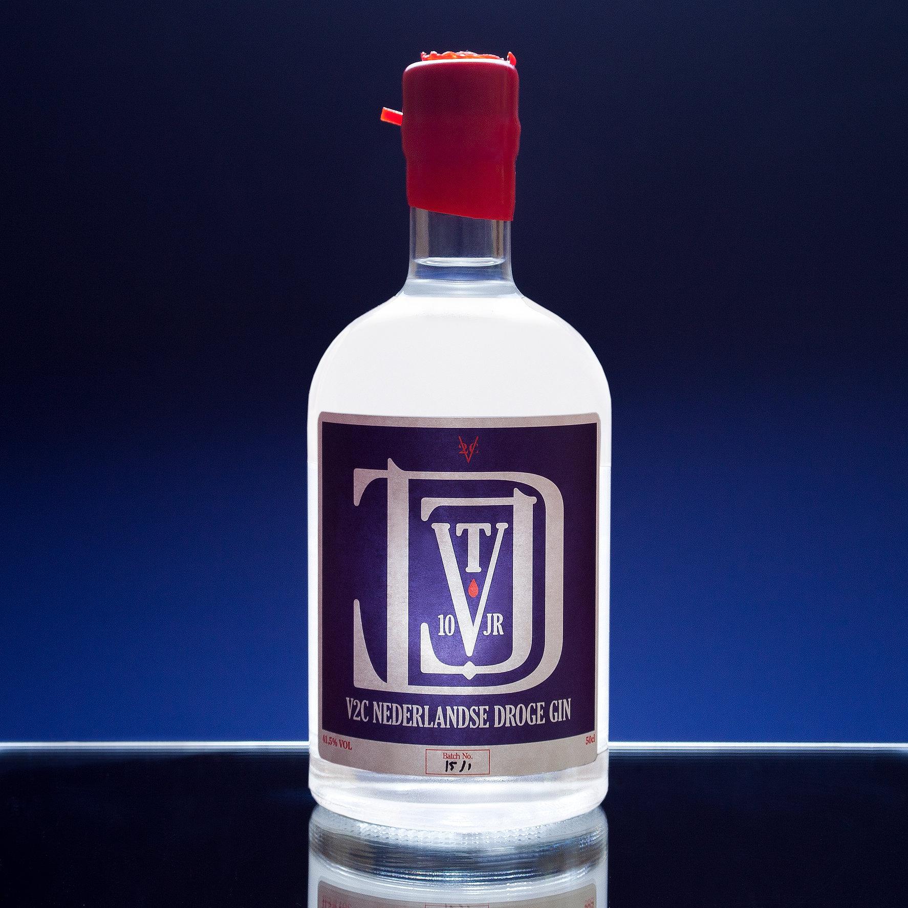 V2C GIN-FLATTEND-2.jpg