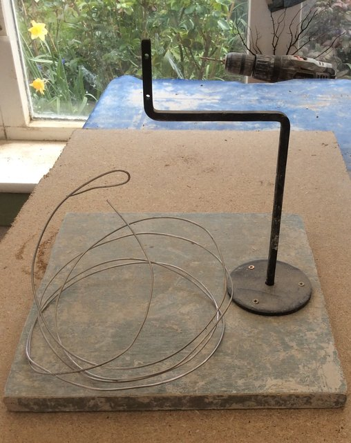 Armature to support and sculpture; and wire that can be fired