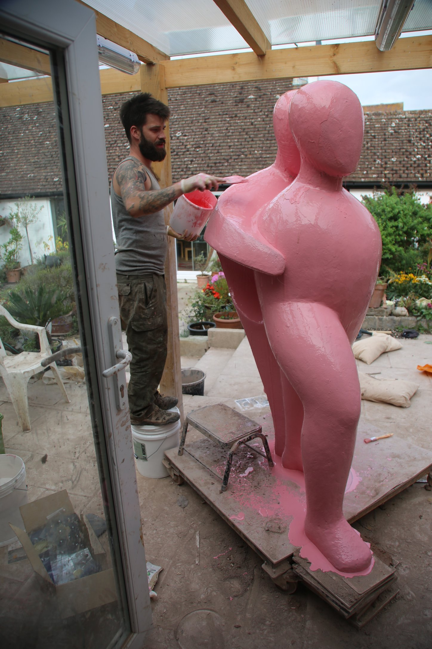 1. Pouring and brushing on the GEL RUBBER COAT