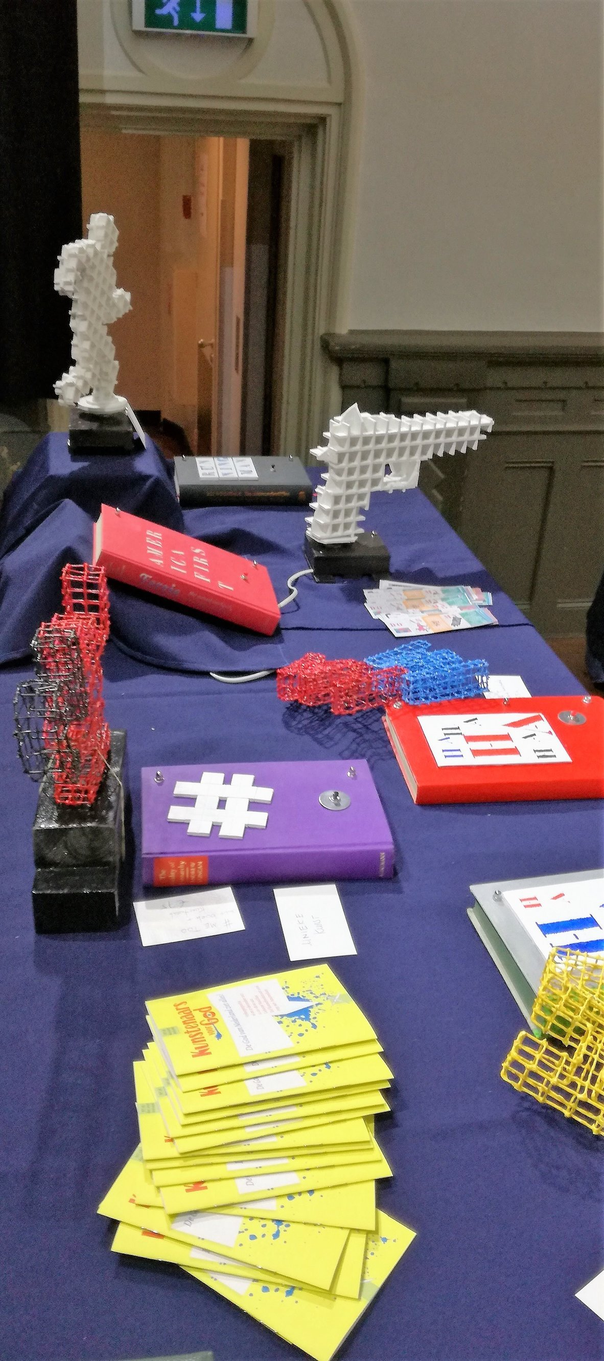 Exhibition table (1)