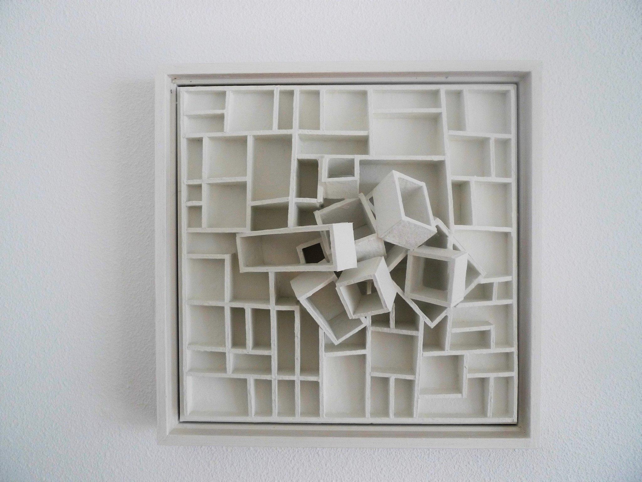 Rob-van-Hemert, Looking for a box (small), 33,5x33,5x12.jpg