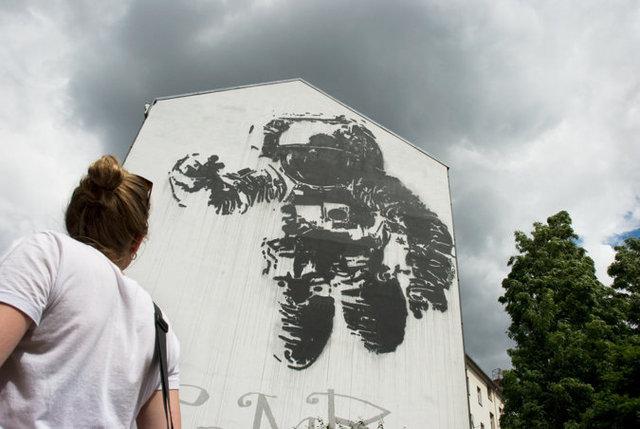 Astronaut, Berlin