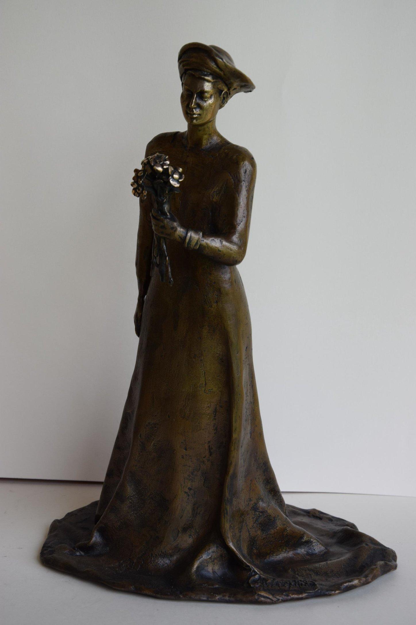 Kobieta z kwiatami 34x24x17 brąz