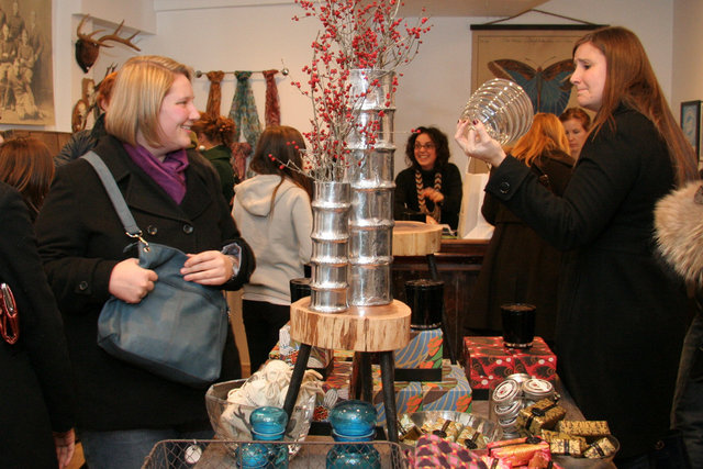 North End Holiday Stroll, neighborhood business event
