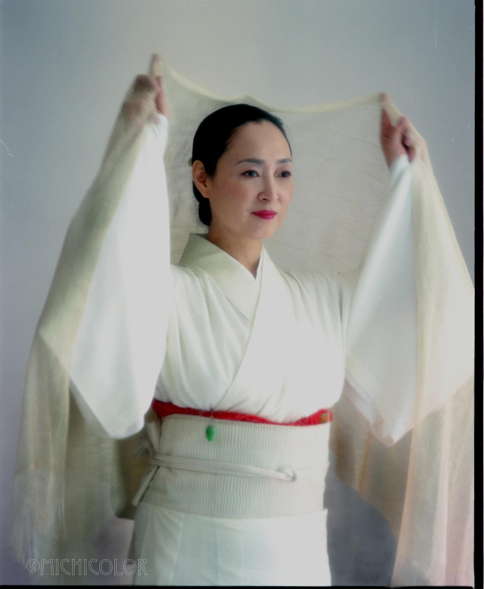 Minako-whiteKimono.jpg