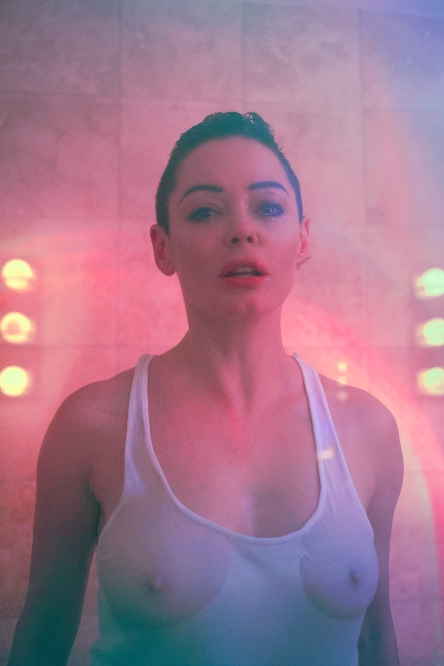 POSTURE MAGAZINE_ROSE MCGOWAN_BATH3.jpg