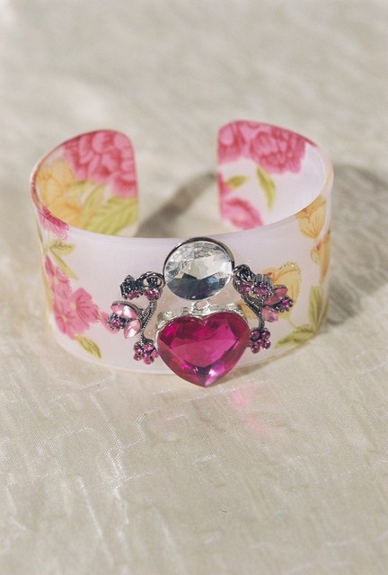 FLOWERED CUFF,SILVER, CLEAR STONES