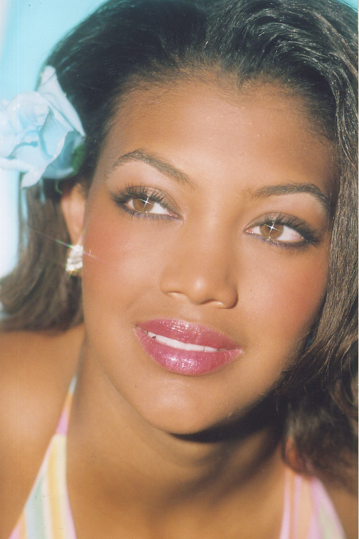 BRITTANY SMITH is wearing small silver crystal earrings with rhinestones.