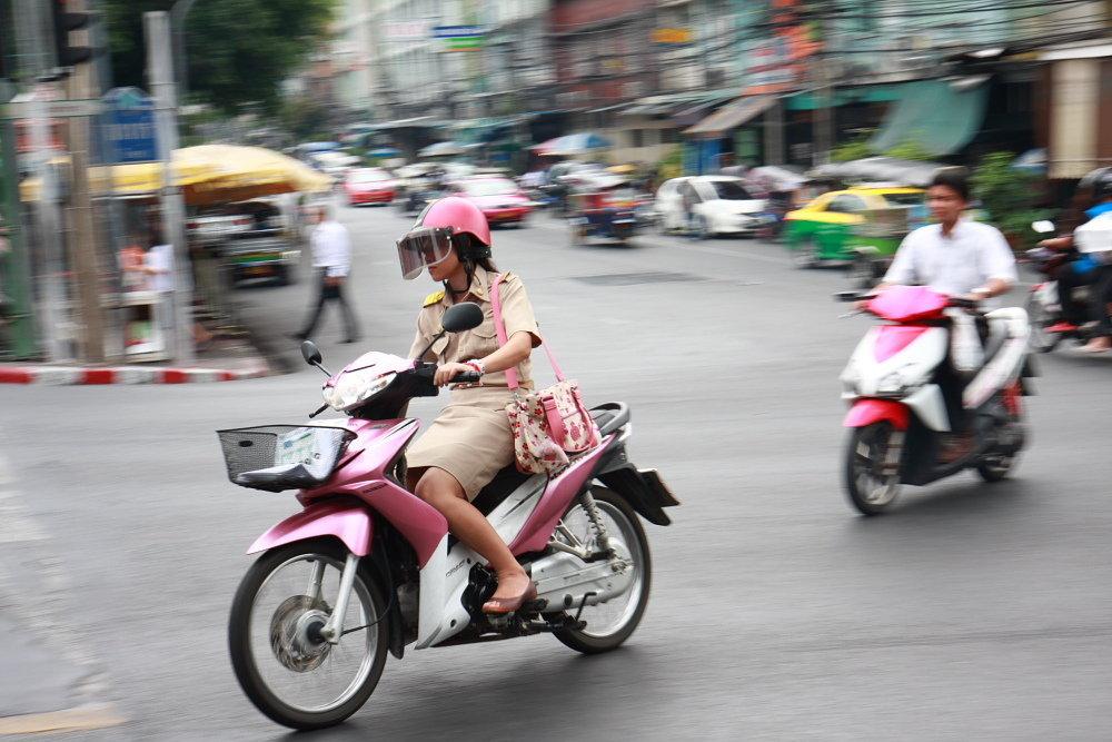 moto woman thailand.JPG