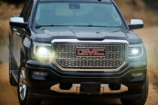 Motors_Make_Model_GMCSierra_Detail_1544sm.jpg