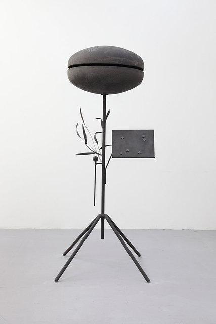 Ostinato Bell II, 2020.  Iron, magnets. 95 x 95 x 240 cm.