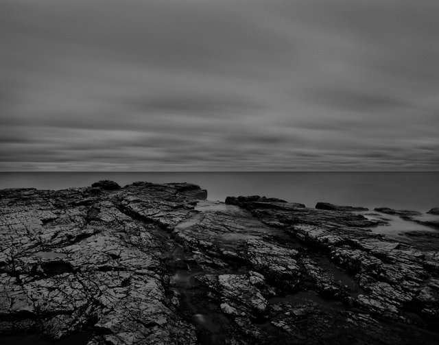Black rocks & water 01