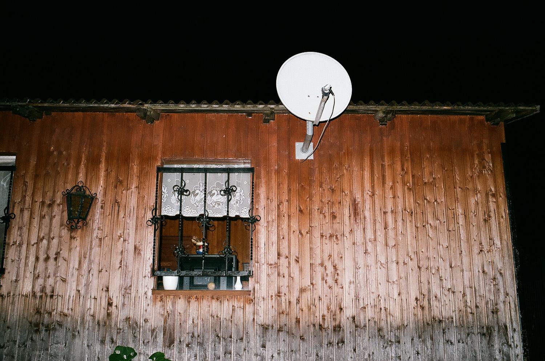 2_parabole sur maison en bois.jpg