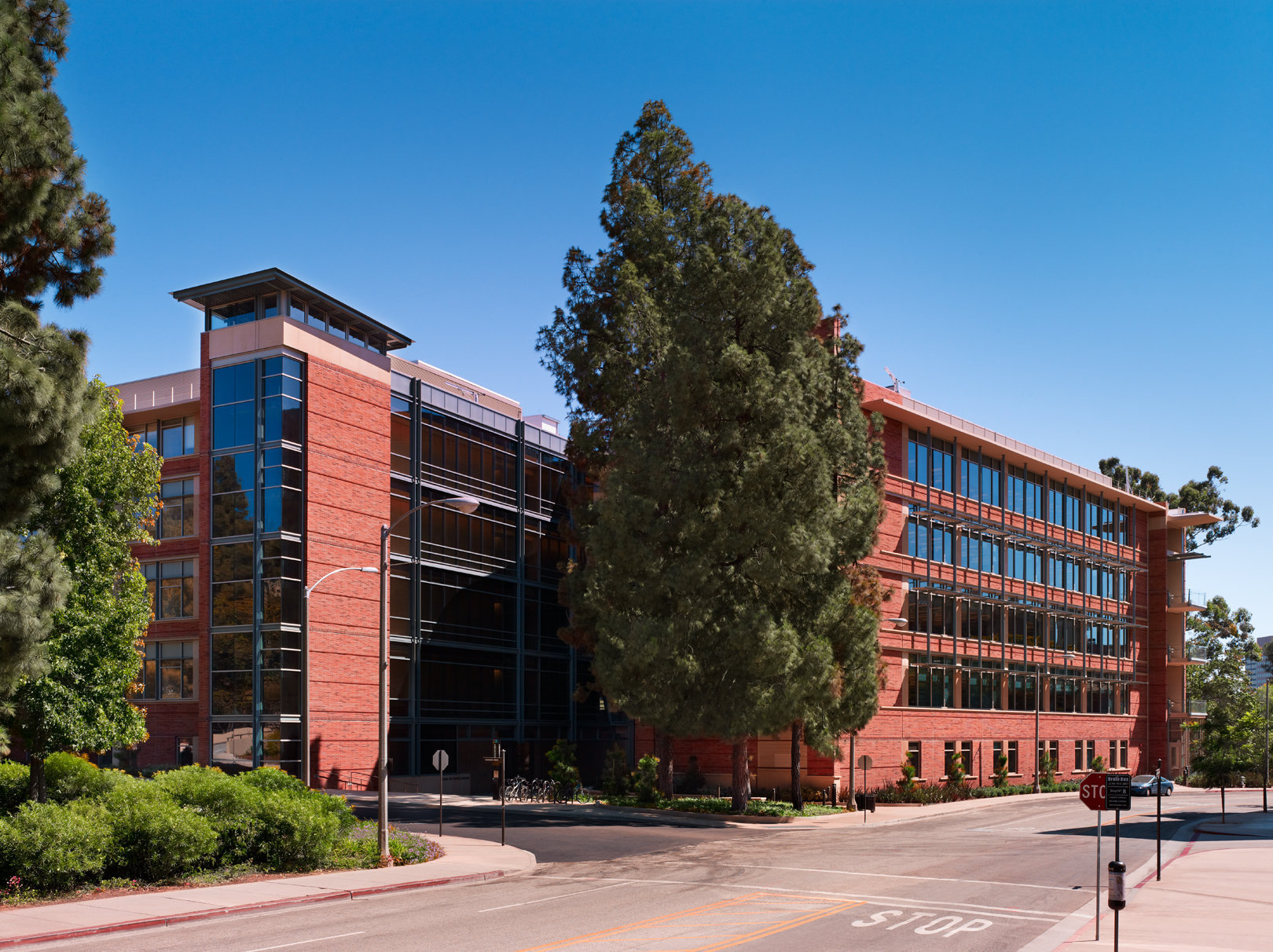 UCLA Life Science Research Building by BCJ