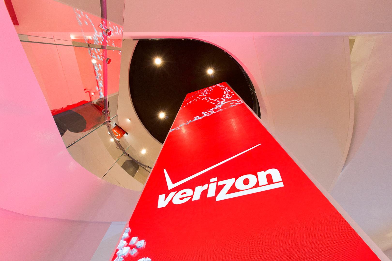 Lena_Verizon_Monolith_WEB.jpg