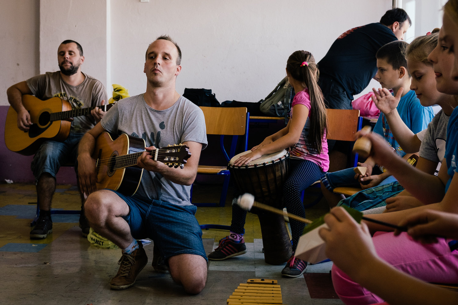 Music and art therapy in a school in Skelani.
