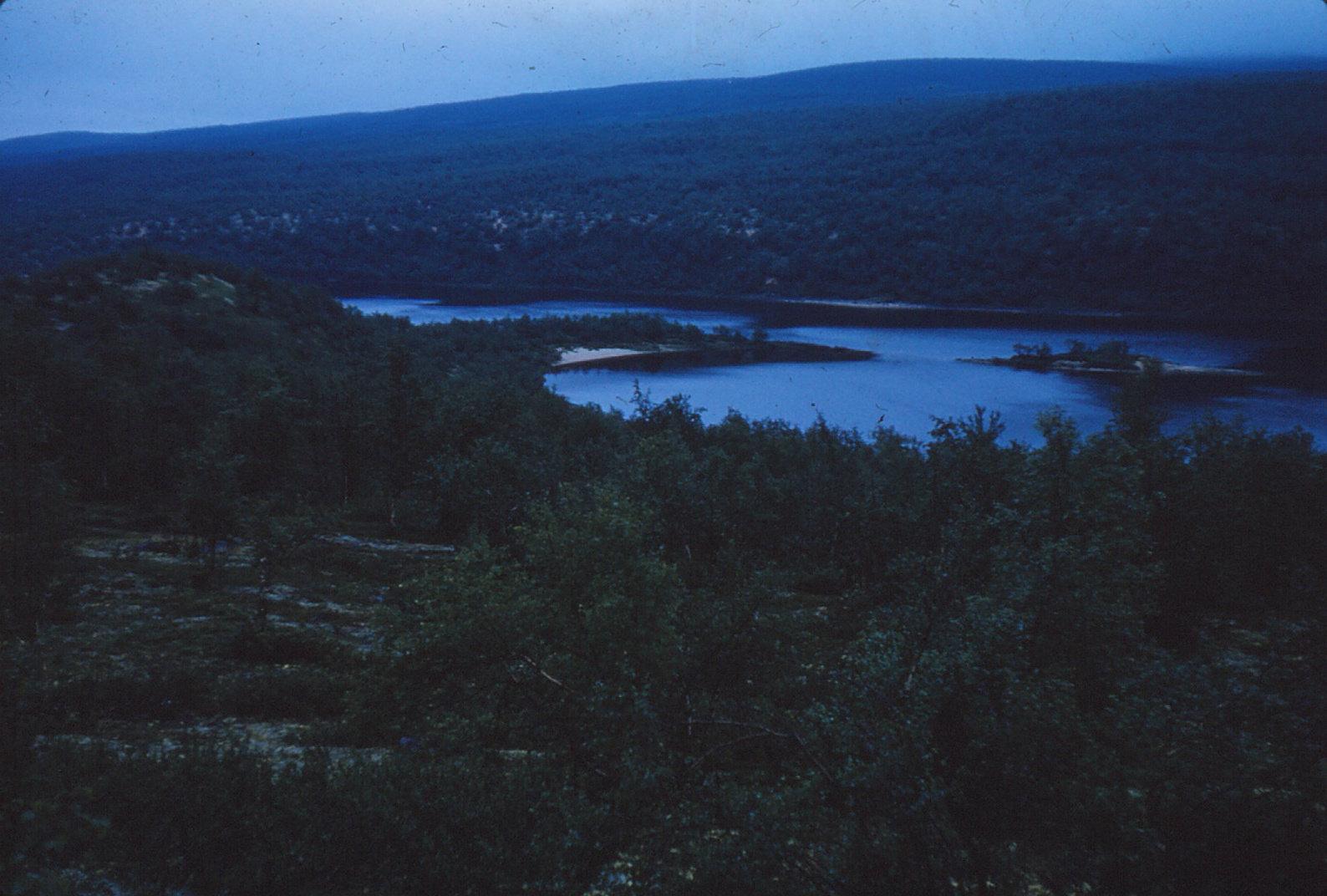 1046 (10) Au[rr]e rivier met esker 25 juli '61