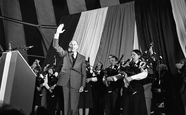 """Campagne présidentiele de 1980, Lorient. """"Giscard à la barre!"""""""