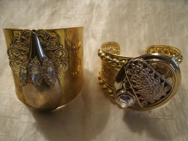 ANTIQUE GOLD CUFFS with attachments.