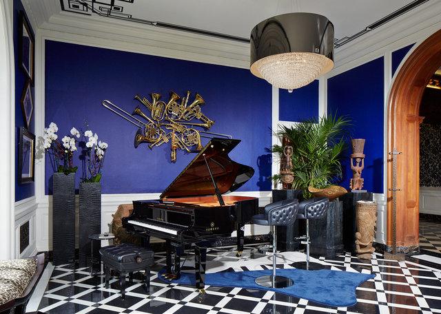 Lena_FENDIgreystone_Piano_VB.jpg