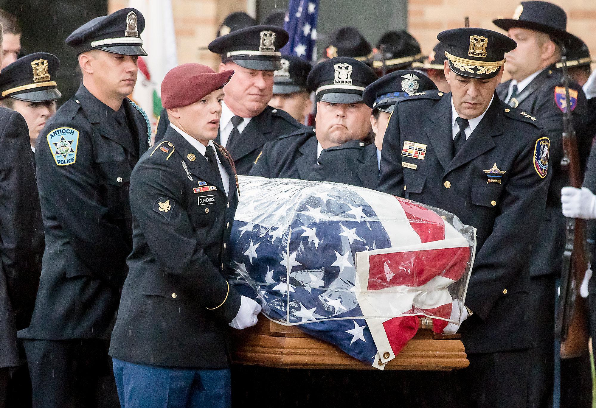HNEWS_mon0907_Cop_Funeral41.jpg