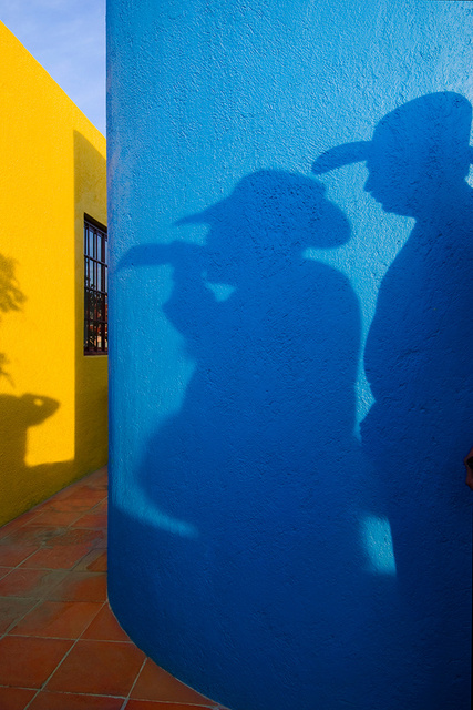 2 Shadows, blue&yellow walls